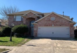 5702 Streamside Dr Arlington, TX 76018