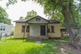 108 S 5th St Highlands, TX 77562