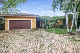 6466 Sw 84th St Miami, FL 33143