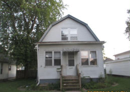 827 13TH AVE S Clinton, IA 52732