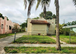 636 35TH ST West Palm Beach, FL 33407