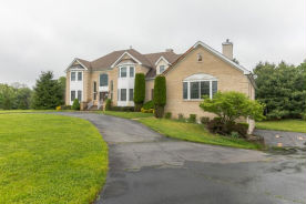 16 Shady Tree Ln Colts Neck, NJ 07722