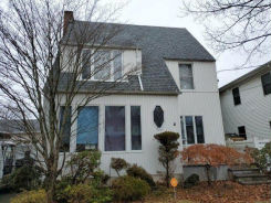 2 YALE ST Roslyn Heights, NY 11577